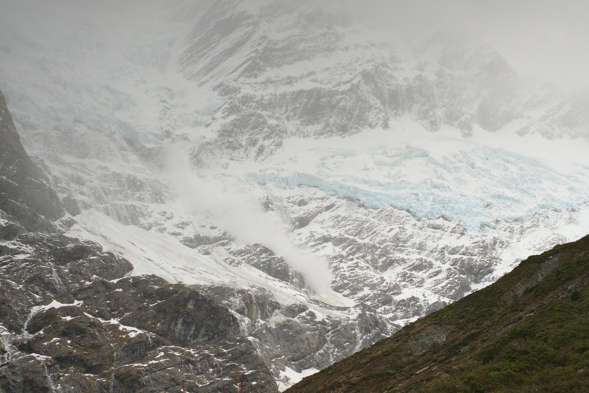 Avalanche on Rob Roy Glacier
